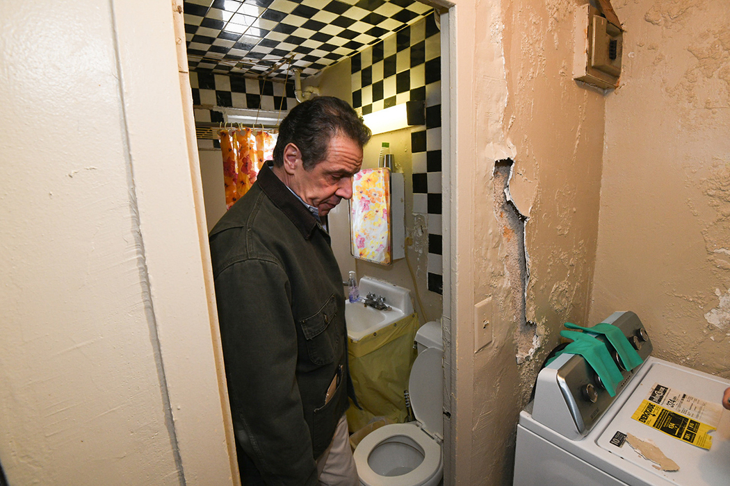 Andrew Cuomo looking at a washing machine