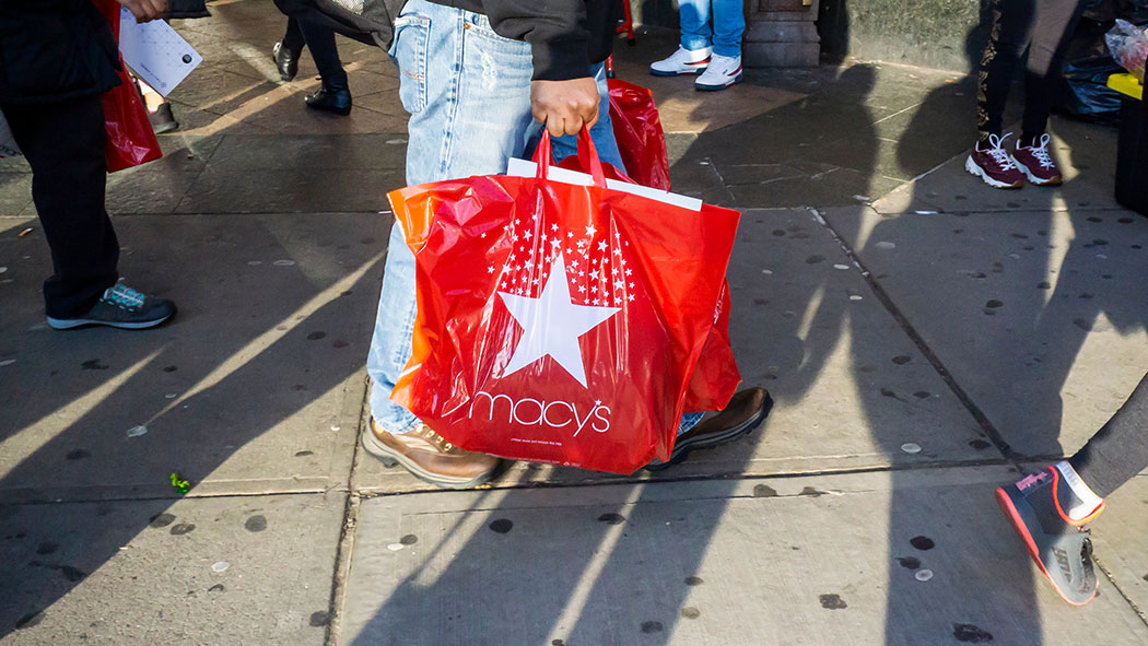 New York is moving forward with its plastic bag ban.